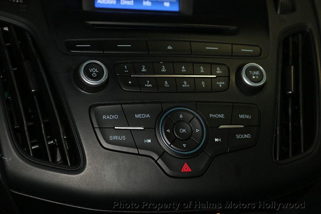 2017 Ford Focus SE Hatch - 18505374 - 19