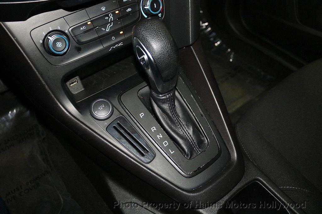 2017 Ford Focus SE Hatch - 18505374 - 21