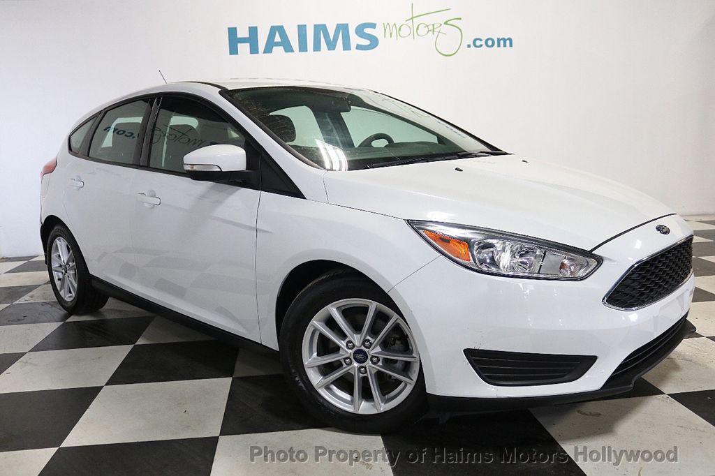 2017 Ford Focus SE Hatch - 18505374 - 3
