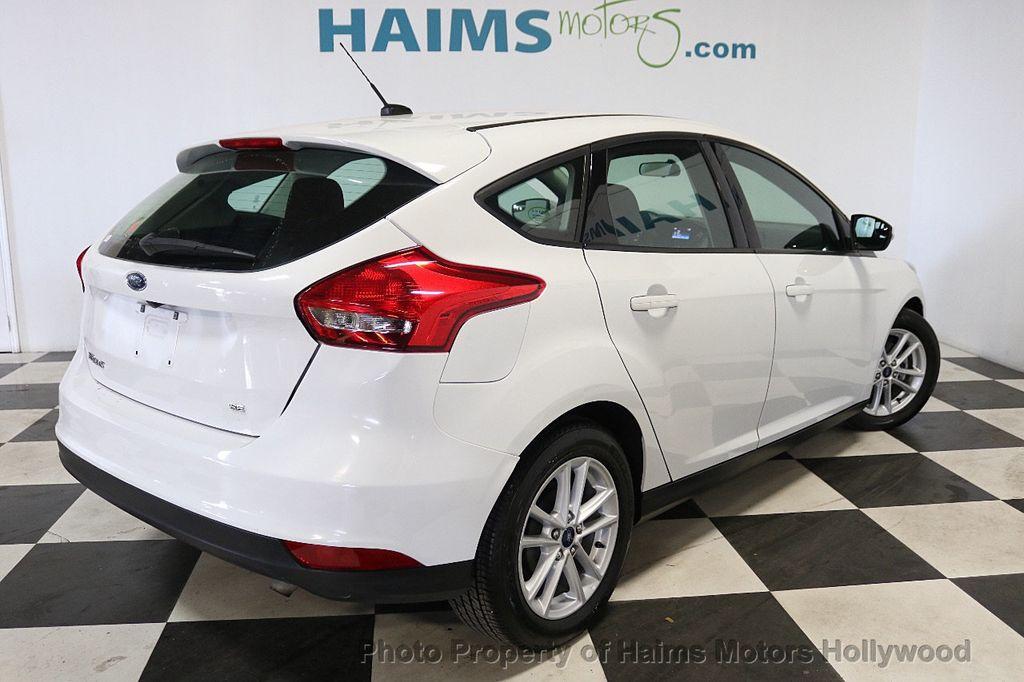 2017 Ford Focus SE Hatch - 18505374 - 6