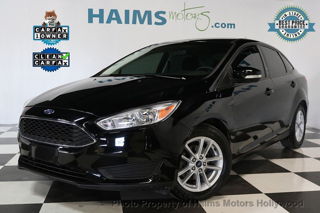 2017 Ford Focus SE Sedan - 17482577 - 0