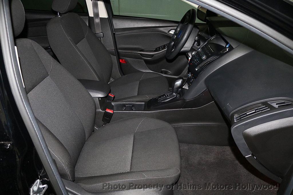 2017 Ford Focus SE Sedan - 17482577 - 14