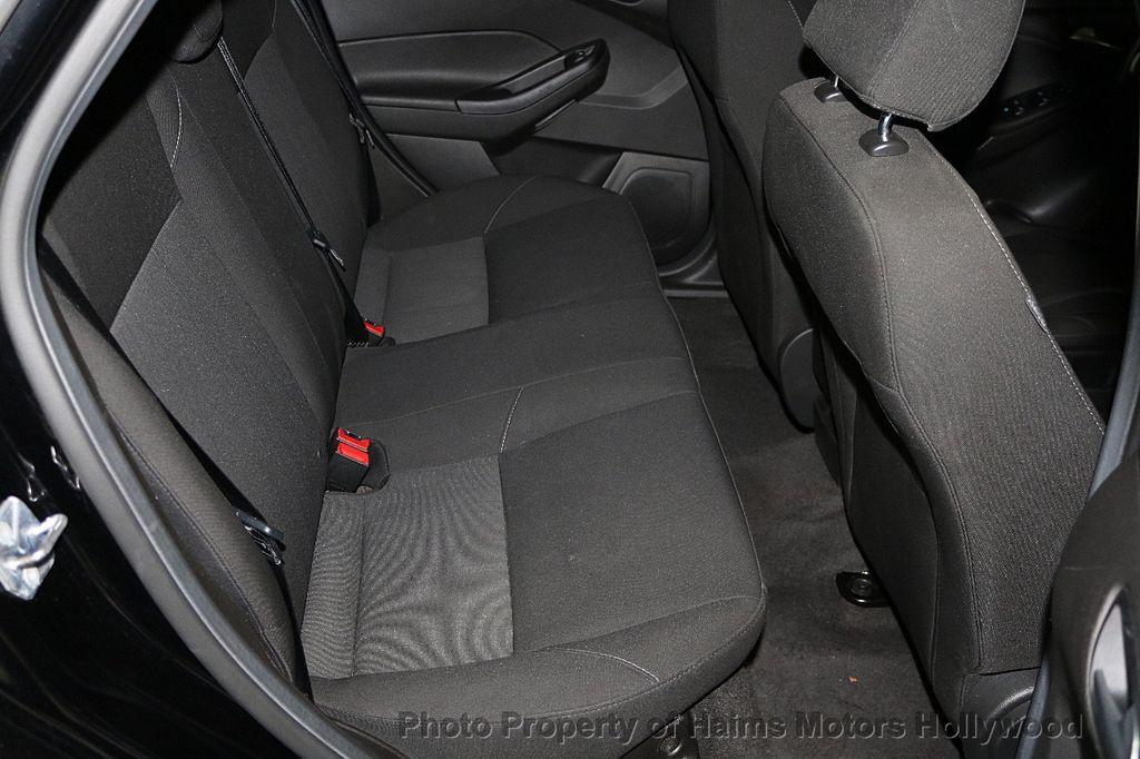 2017 Ford Focus SE Sedan - 17482577 - 15