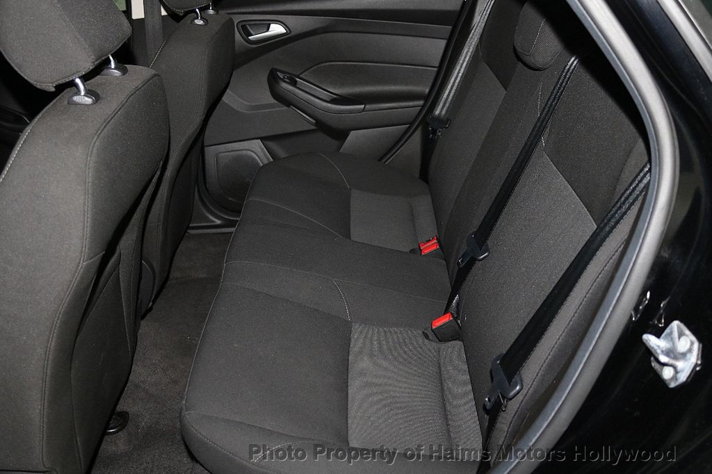 2017 Ford Focus SE Sedan - 17482577 - 16