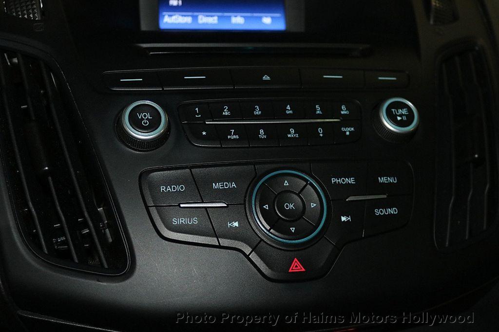 2017 Ford Focus SE Sedan - 17482577 - 20
