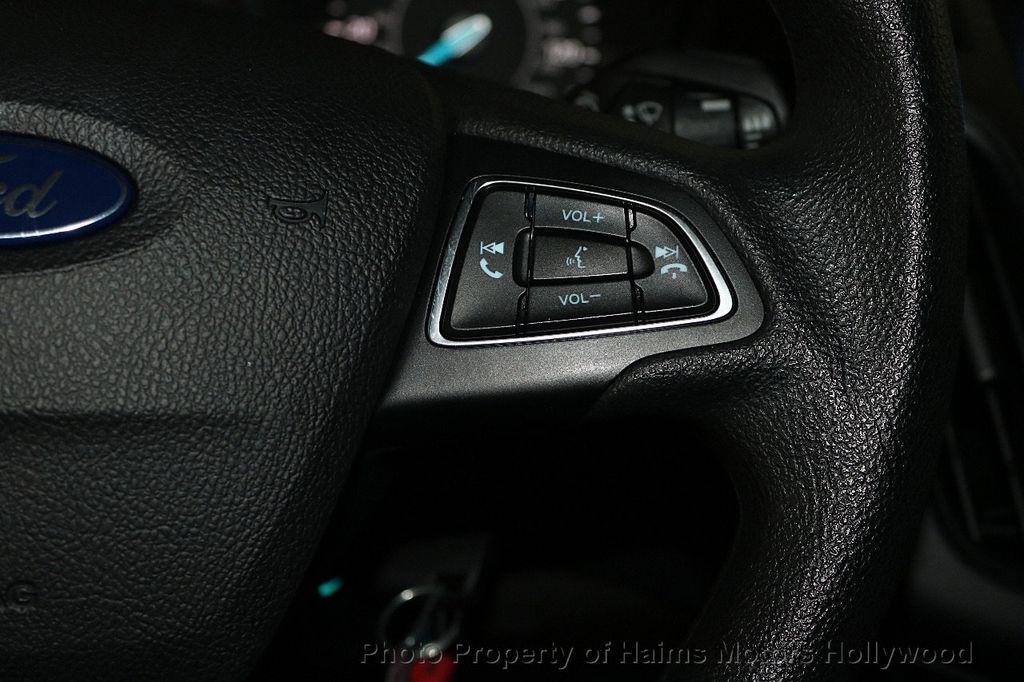 2017 Ford Focus SE Sedan - 17482577 - 24