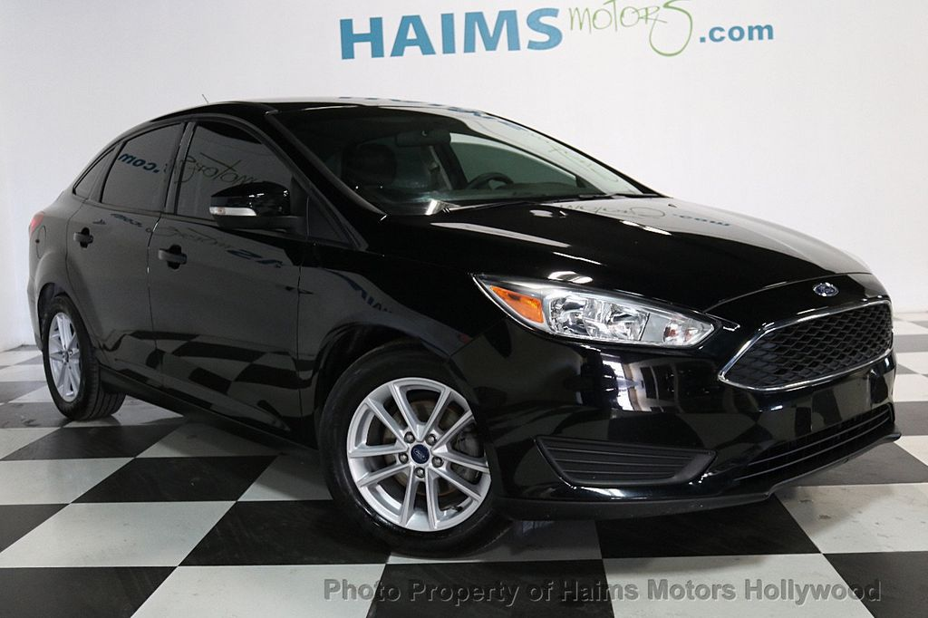 2017 Ford Focus SE Sedan - 17482577 - 3