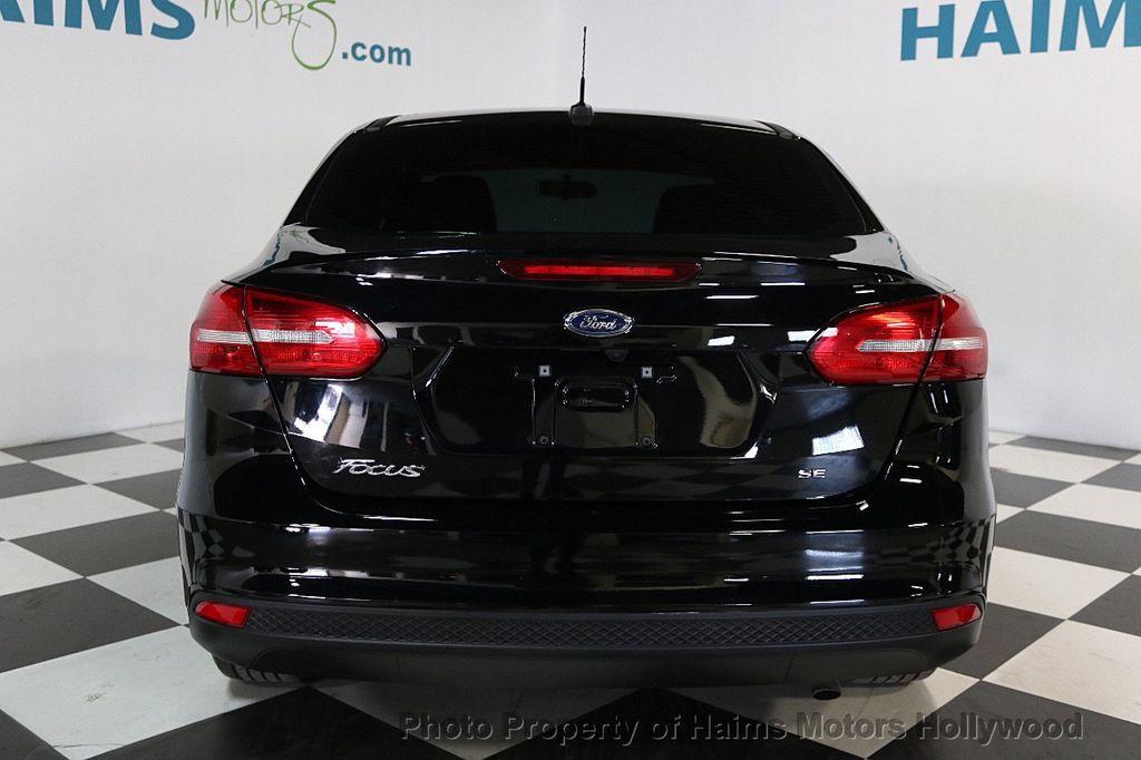 2017 Ford Focus SE Sedan - 17482577 - 5