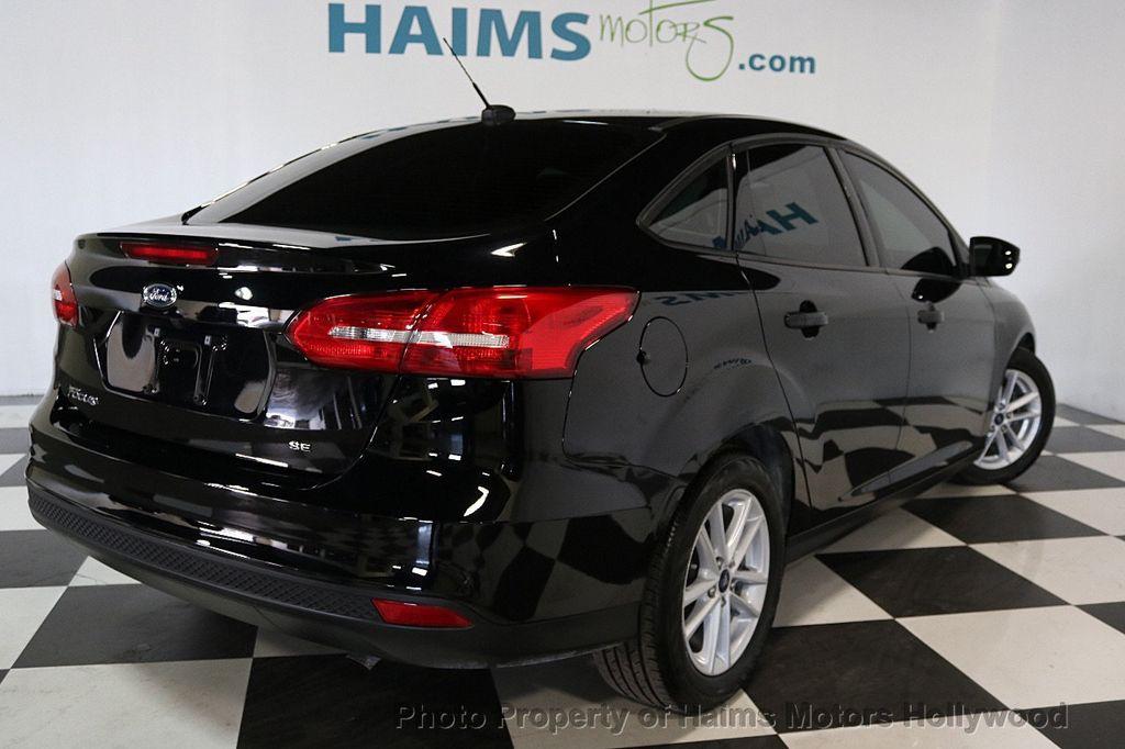 2017 Ford Focus SE Sedan - 17482577 - 6