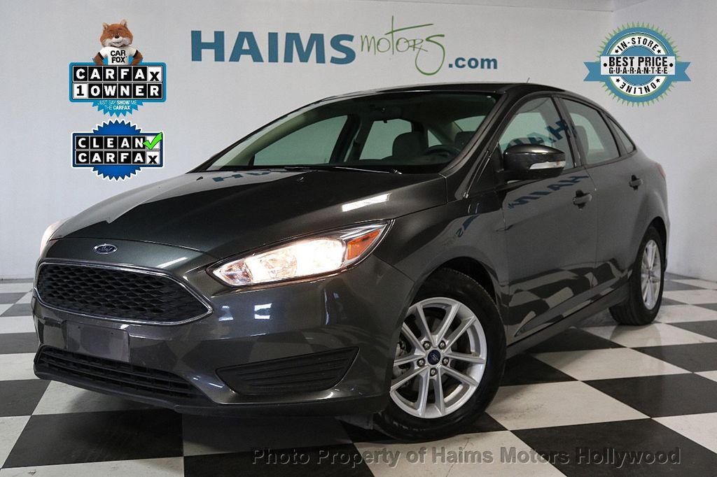 2017 Ford Focus SE Sedan - 17541979 - 0