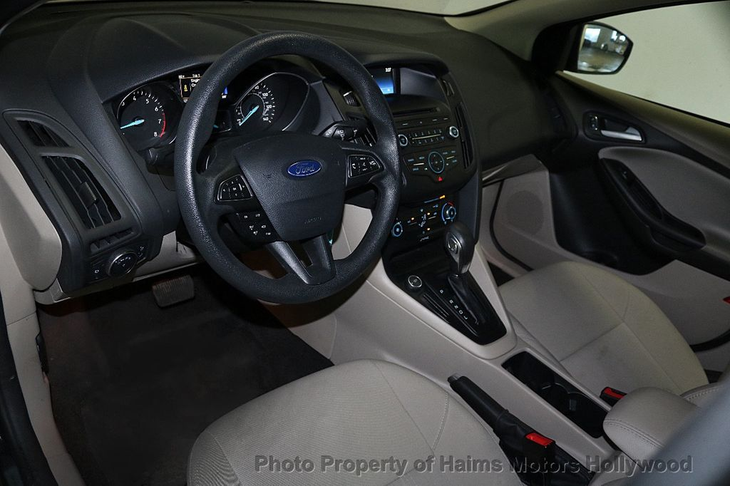 2017 Ford Focus SE Sedan - 17541979 - 17