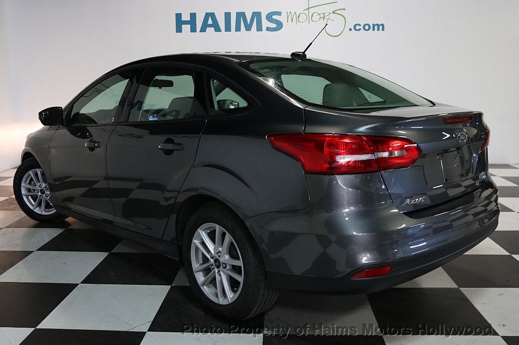 2017 Ford Focus SE Sedan - 17541979 - 4
