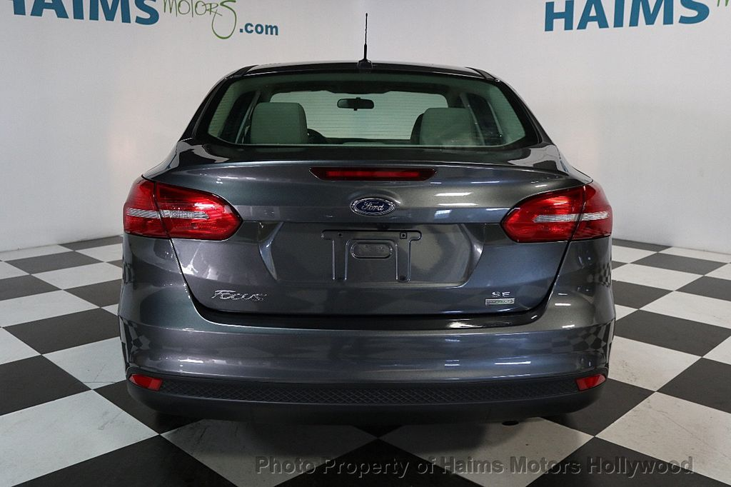 2017 Ford Focus SE Sedan - 17541979 - 5