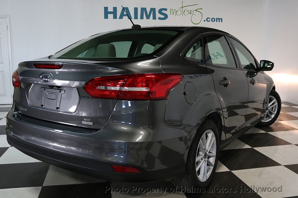 2017 Ford Focus SE Sedan - 17541979 - 6