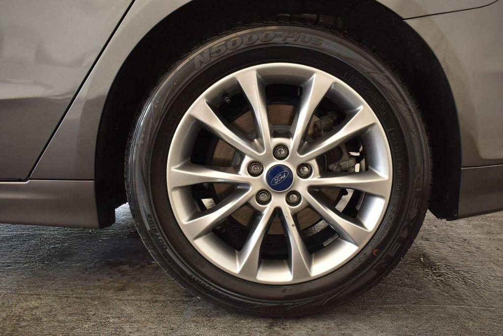 2017 Ford Fusion SE FWD - 17899605 - 10