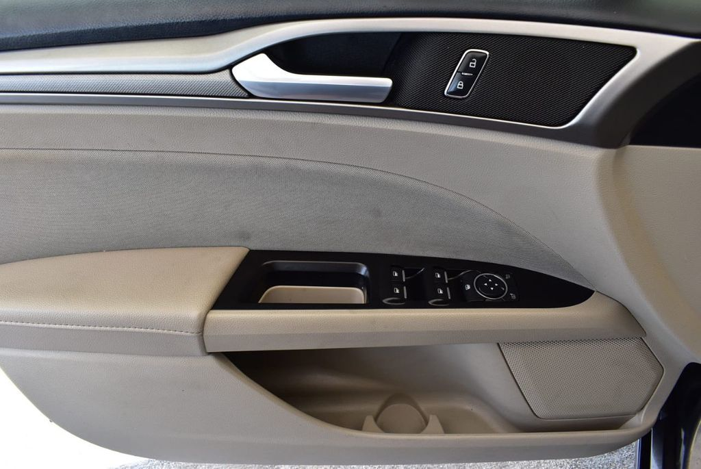 2017 Ford Fusion SE FWD - 17899605 - 13