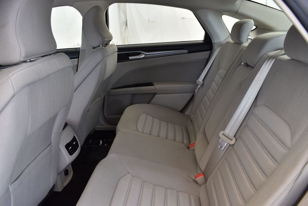 2017 Ford Fusion SE FWD - 17899605 - 14