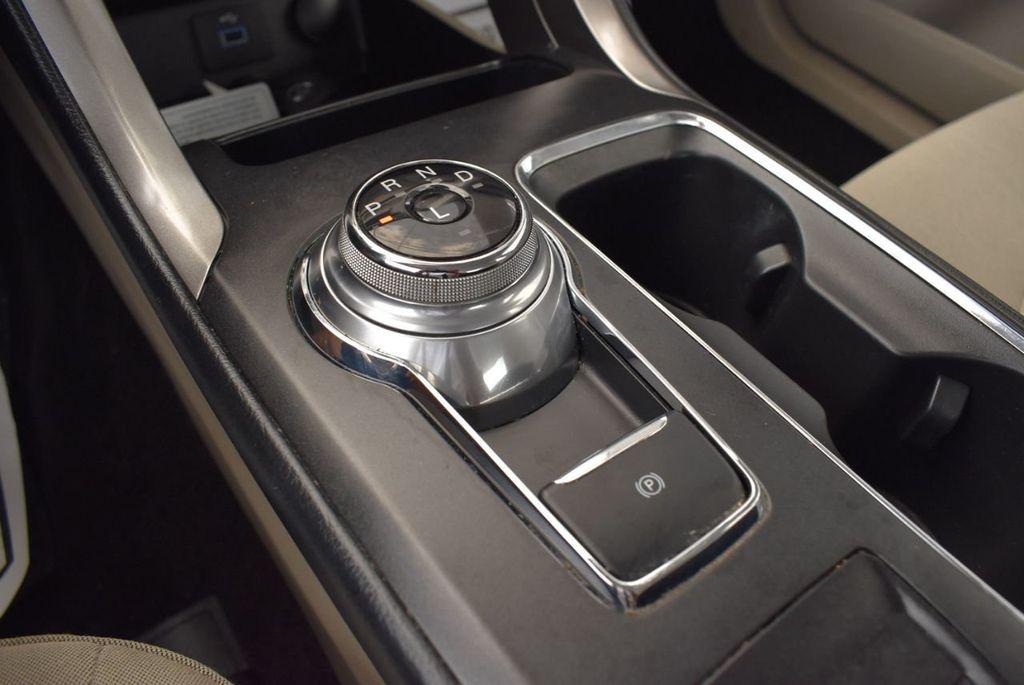 2017 Ford Fusion SE FWD - 17899605 - 21