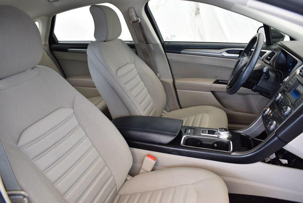 2017 Ford Fusion SE FWD - 17899605 - 24