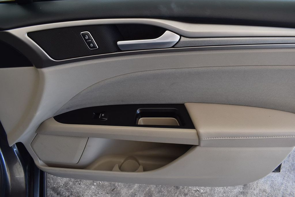 2017 Ford Fusion SE FWD - 17899605 - 25