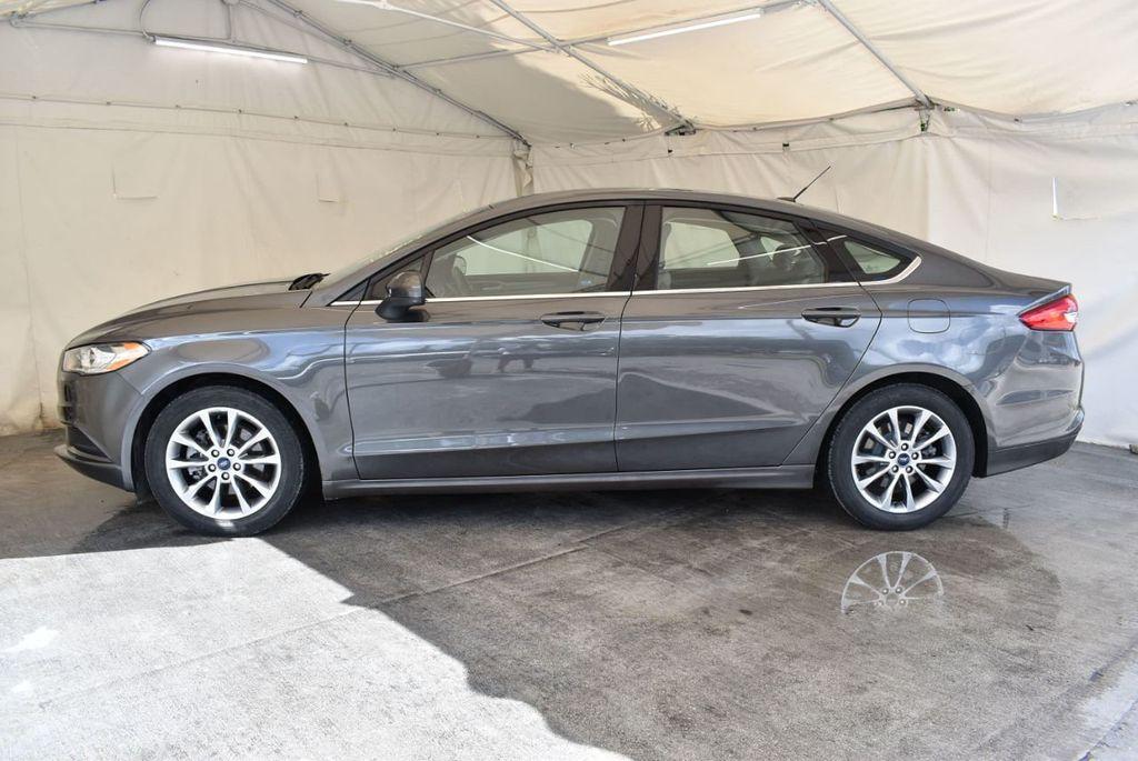 2017 Ford Fusion SE FWD - 17899605 - 4