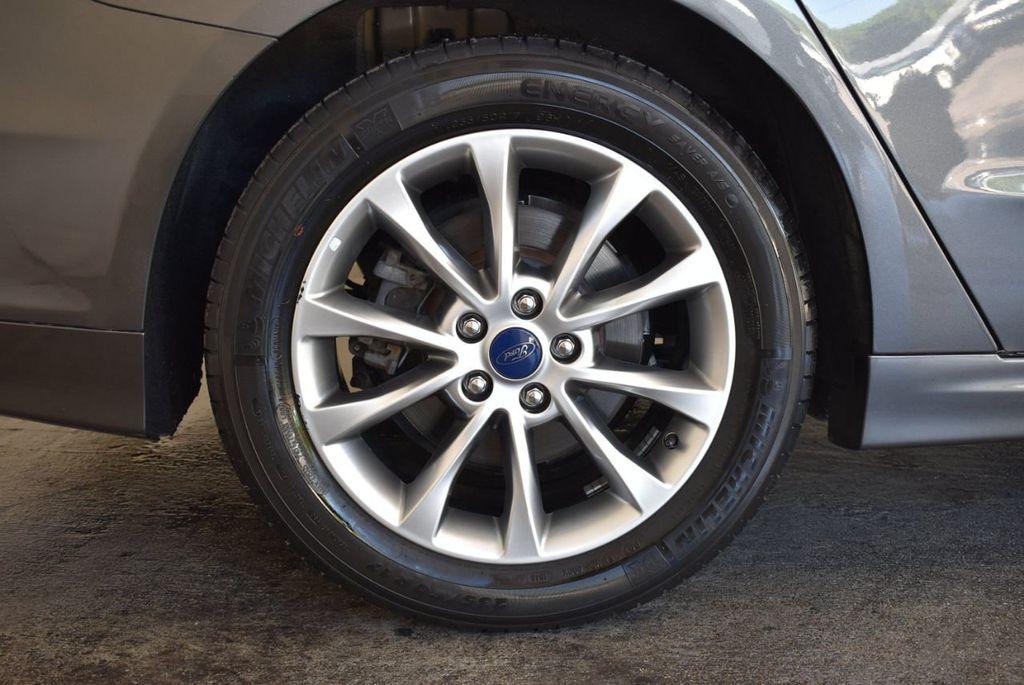 2017 Ford Fusion SE FWD - 17942480 - 9
