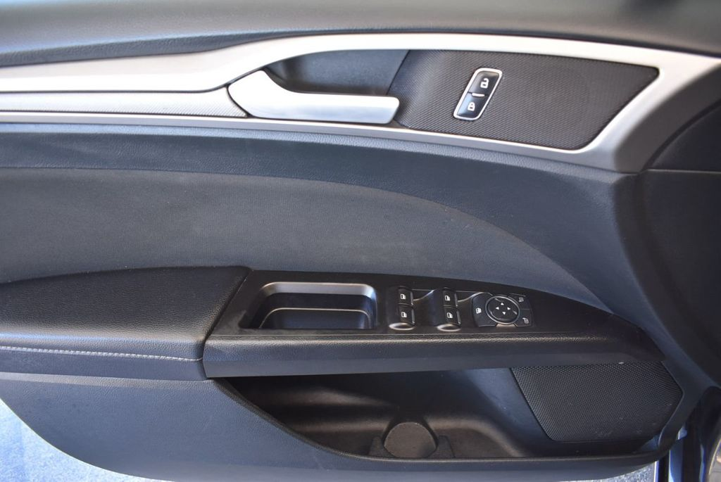 2017 Ford Fusion SE FWD - 17942480 - 13