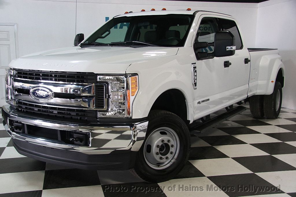 2017 Ford Super Duty F-350 DRW XLT 4WD Crew Cab 8' Box - 17267898 - 1