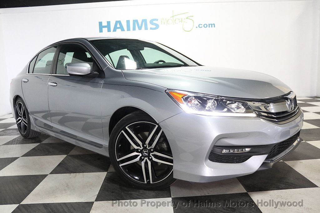 2017 Honda Accord Sedan Sport CVT - 17925329 - 3
