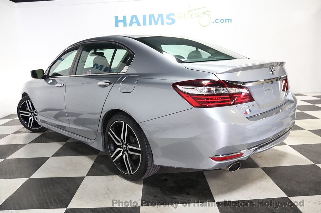 2017 Honda Accord Sedan Sport CVT - 17925329 - 4