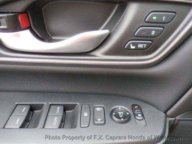 2017 Honda CR-V Touring AWD - 18006577 - 39