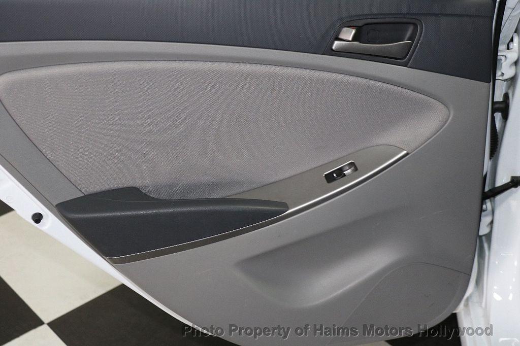 2017 Hyundai Accent SE Sedan Manual - 17810299 - 9