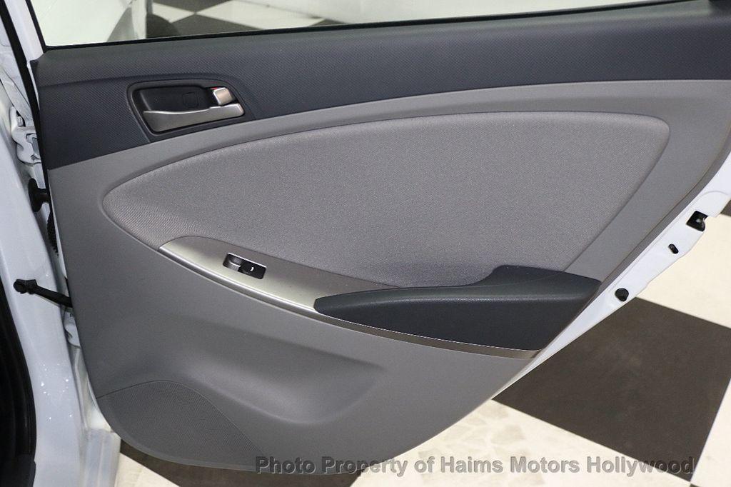 2017 Hyundai Accent SE Sedan Manual - 17810299 - 10