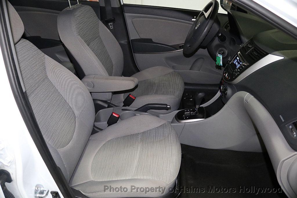 2017 Hyundai Accent SE Sedan Manual - 17810299 - 12