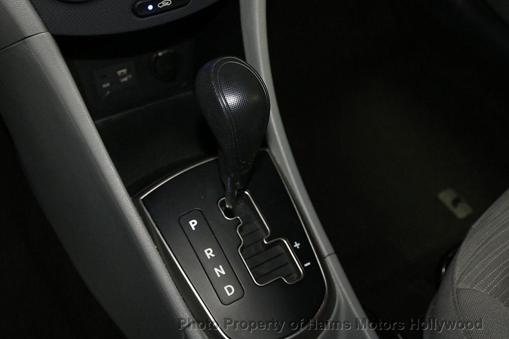 2017 Hyundai Accent SE Sedan Manual - 17810299 - 20