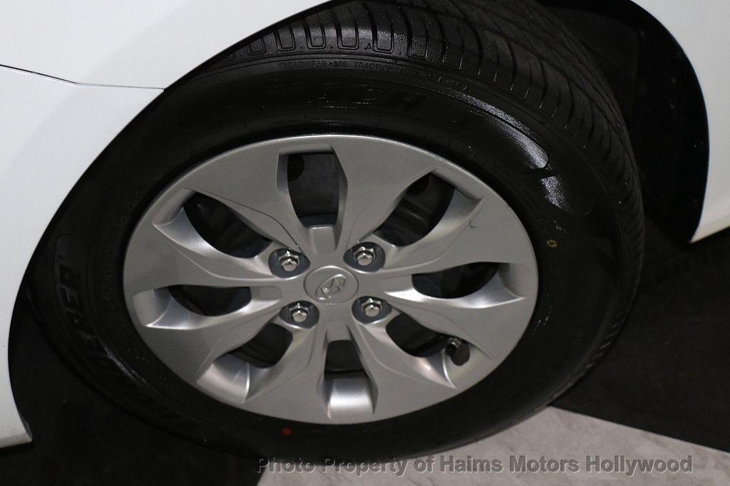 2017 Hyundai Accent SE Sedan Manual - 17810299 - 25