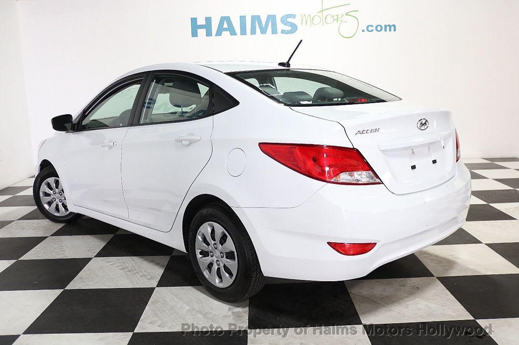 2017 Hyundai Accent SE Sedan Manual - 17810299 - 4