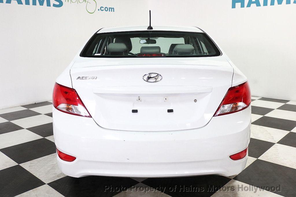 2017 Hyundai Accent SE Sedan Manual - 17810299 - 5