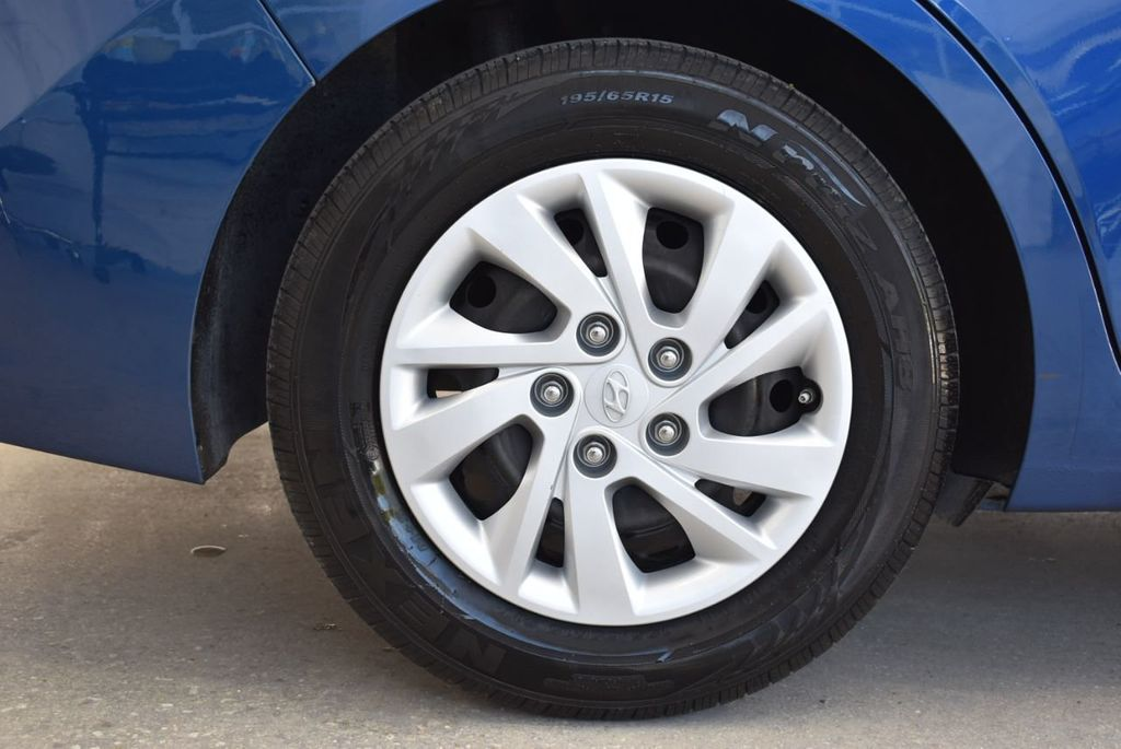 2017 Hyundai Elantra  - 18546142 - 9