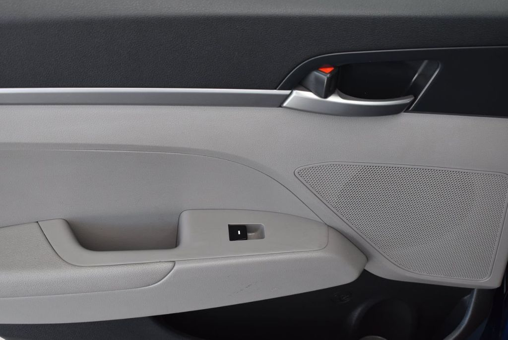 2017 Hyundai Elantra  - 18546142 - 11