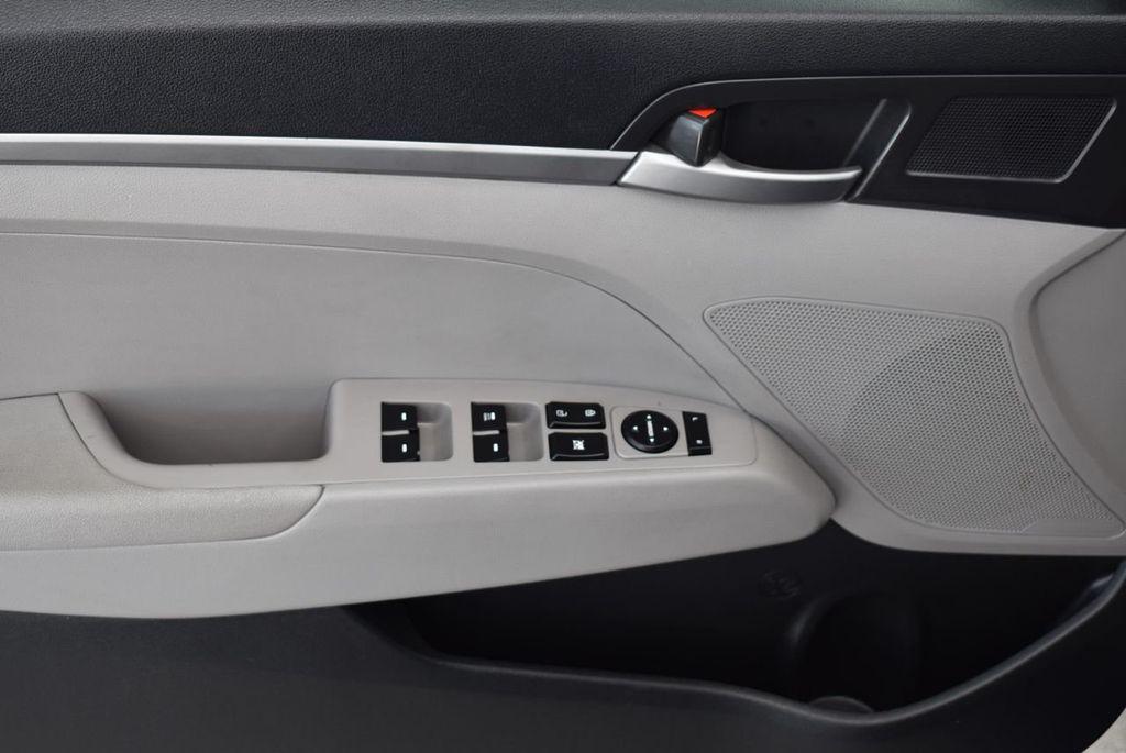 2017 Hyundai Elantra  - 18546142 - 12