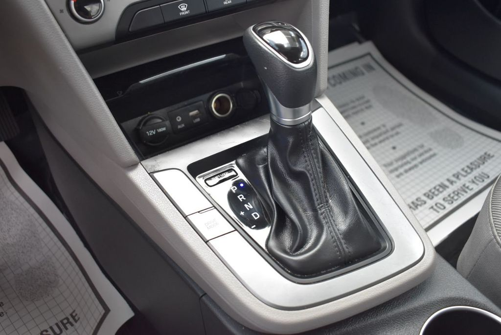 2017 Hyundai Elantra  - 18546142 - 19