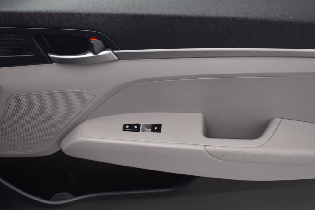 2017 Hyundai Elantra  - 18546142 - 23