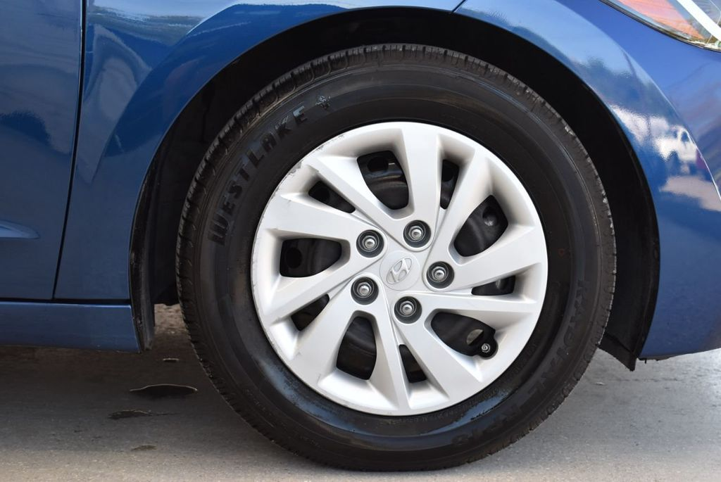 2017 Hyundai Elantra  - 18546142 - 8