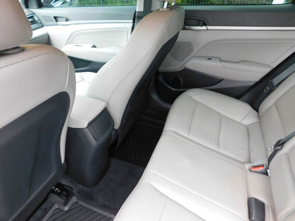 Hyundai Elantra: Seat belts - Front passenger and rear seat 3-point system with combination locking retractor