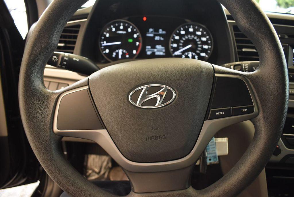 2017 Hyundai Elantra SE - 18122114 - 10