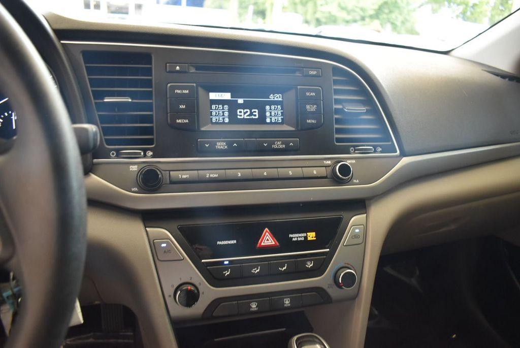 2017 Hyundai Elantra SE - 18122114 - 11