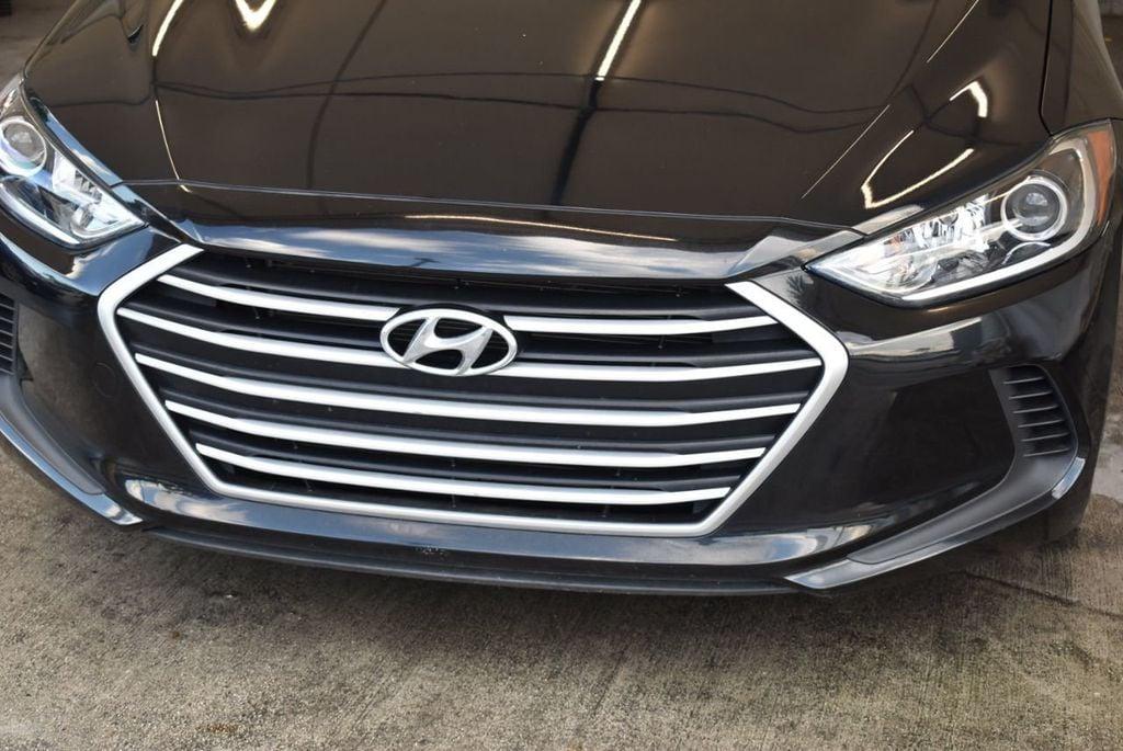 2017 Hyundai Elantra SE - 18122114 - 2
