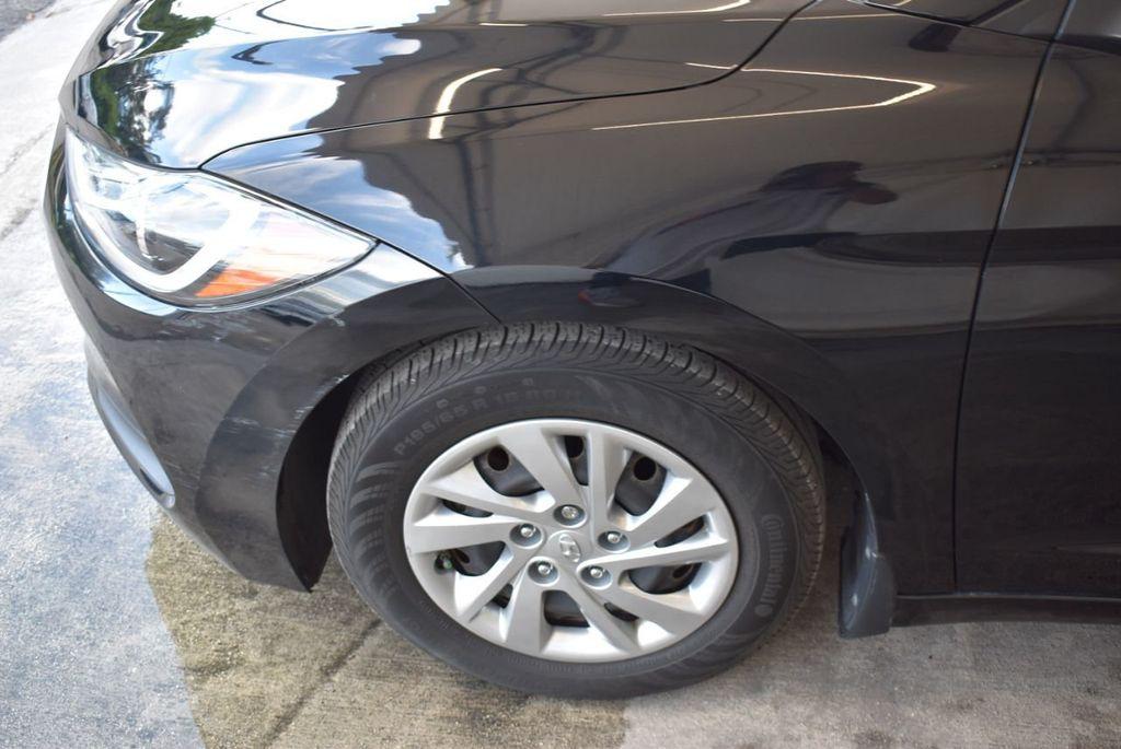 2017 Hyundai Elantra SE - 18122114 - 3