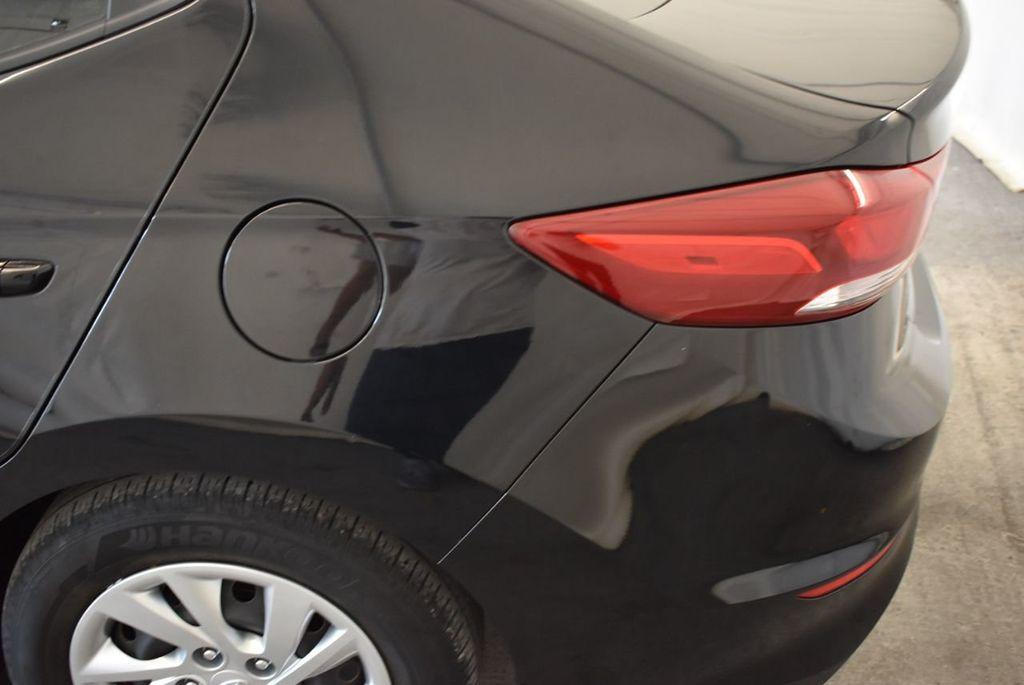 2017 Hyundai Elantra SE - 18122114 - 4
